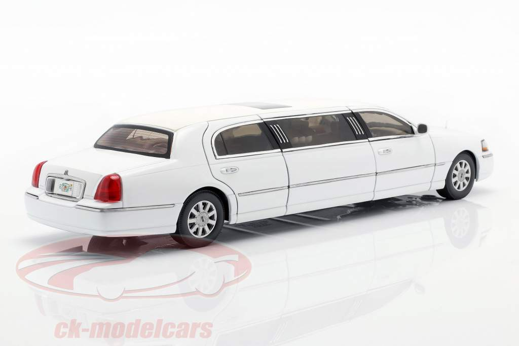 Lincoln Town Car Limousine year 2003 white 1:18 SunStar
