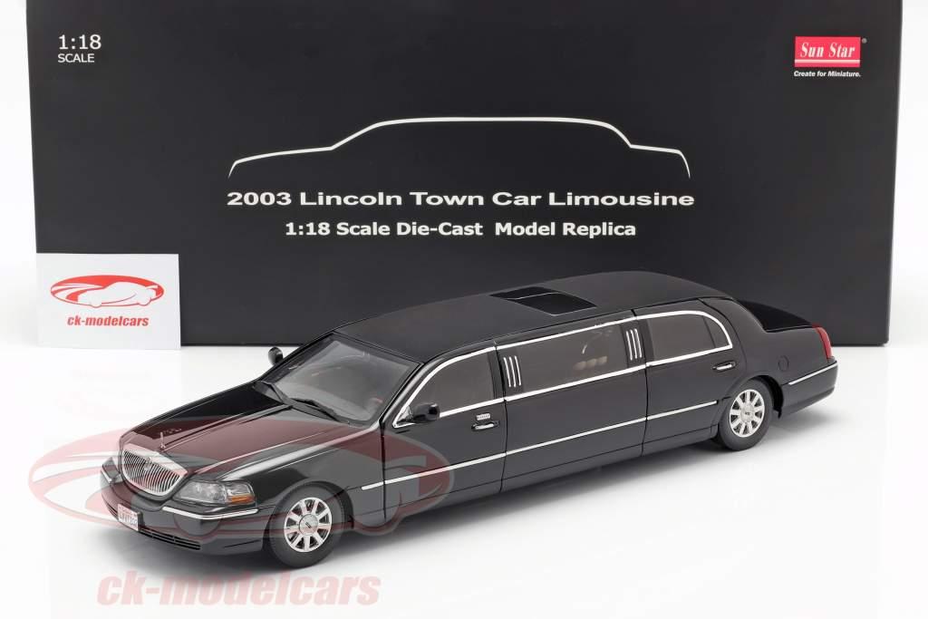 Lincoln Town Car Limousine Bouwjaar 2003 zwart 1:18 SunStar