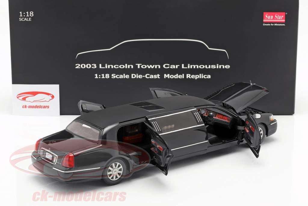 Lincoln Town Car Limousine année de construction 2003 noir 1:18 SunStar