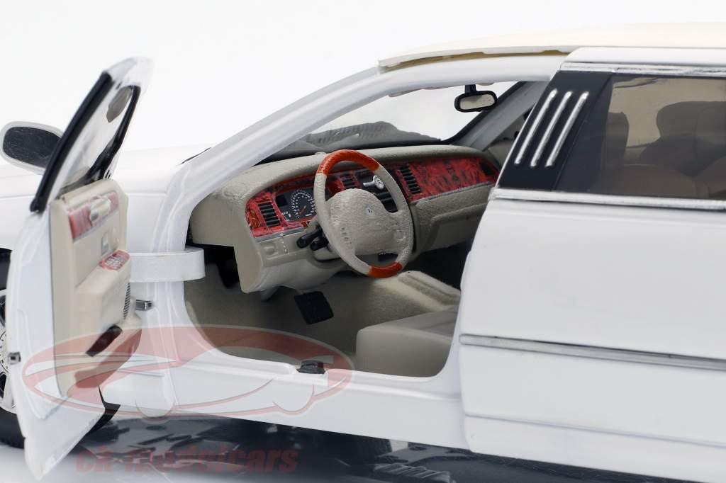 Lincoln Town Car Limousine Opførselsår 2003 hvid 1:18 SunStar