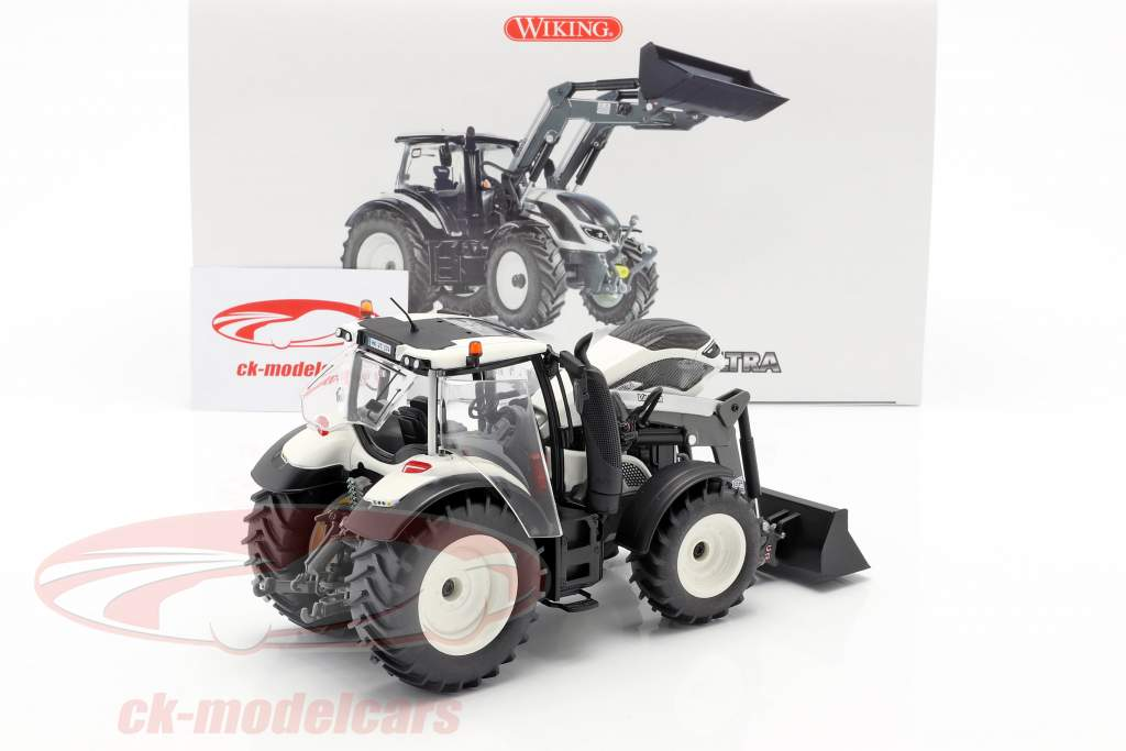 Valtra T174 tractor with front loader white / black 1:32 Wiking