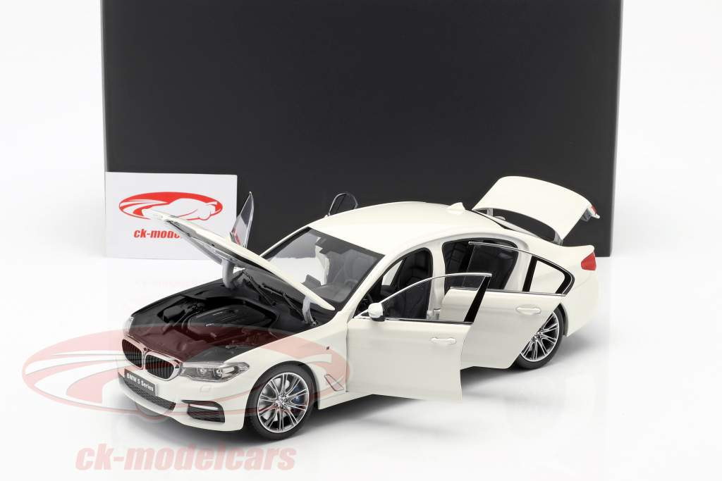 BMW 5 Series (G30) Baujahr 2017 mineralweiß 1:18 Kyosho