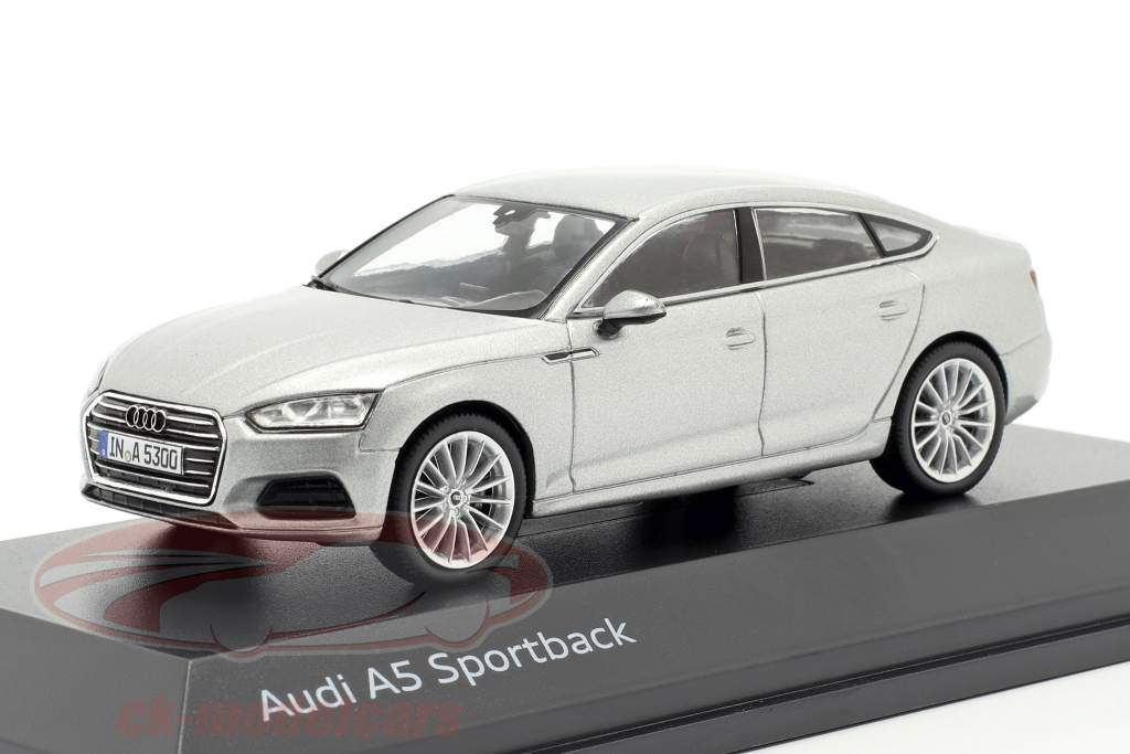 Audi A5 Sportback Opførselsår 2017 Florett sølv 1:43 Spark