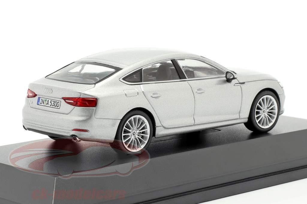 Audi A5 Sportback ano de construção 2017 prata Florett 1:43 Spark