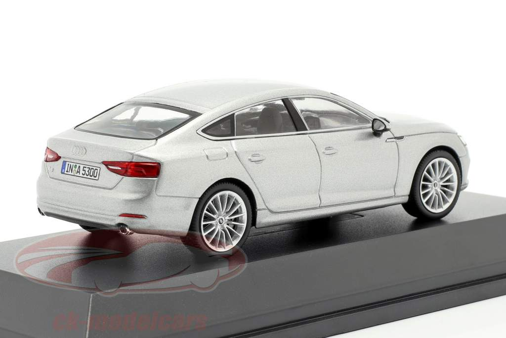 Audi A5 Sportback Baujahr 2017 florettsilber 1:43 Spark