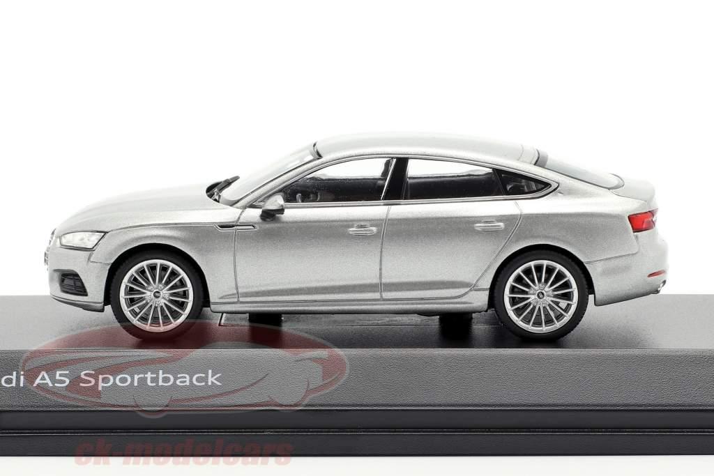 Audi A5 Sportback Bouwjaar 2017 Florett zilver 1:43 Spark