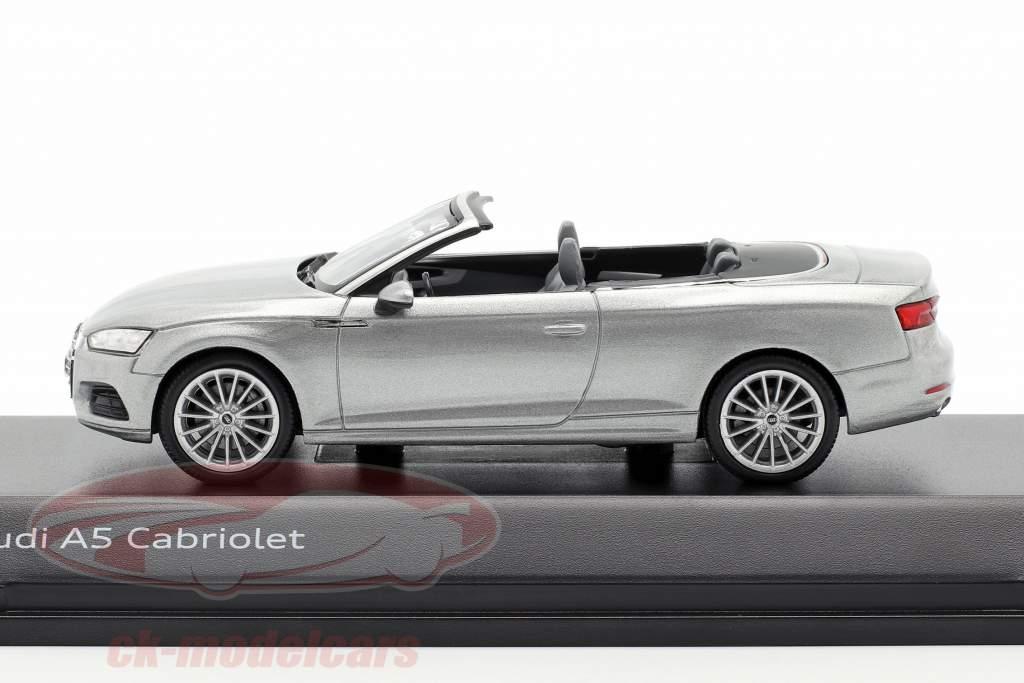 Audi A5 Cabriolet Opførselsår 2017 Florett sølv 1:43 Spark