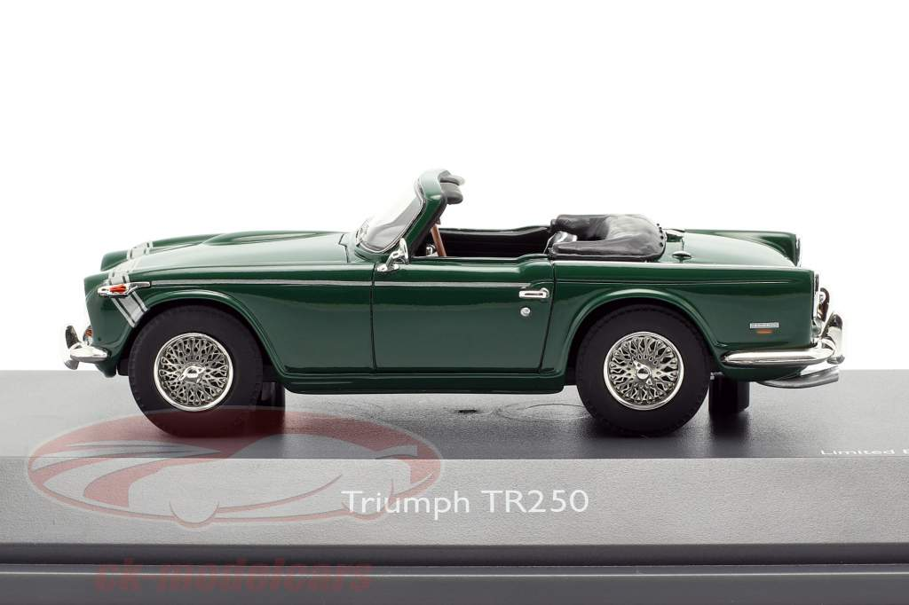 Triumph TR250 british racing verde 1:43 Schuco