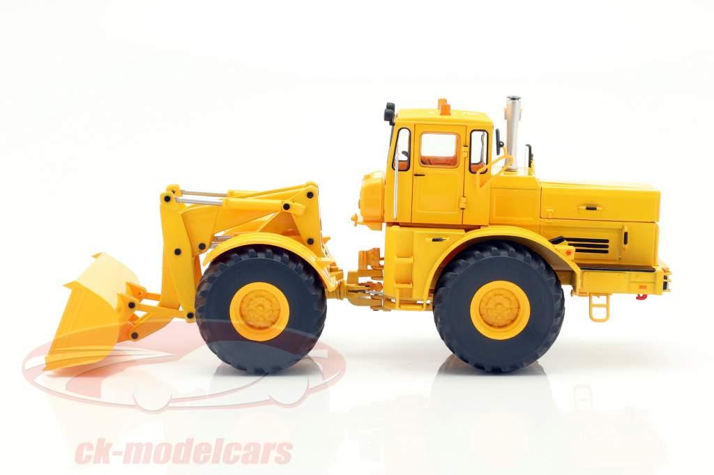 Kirovets K-700 M med foran loader gul 1:32 Schuco