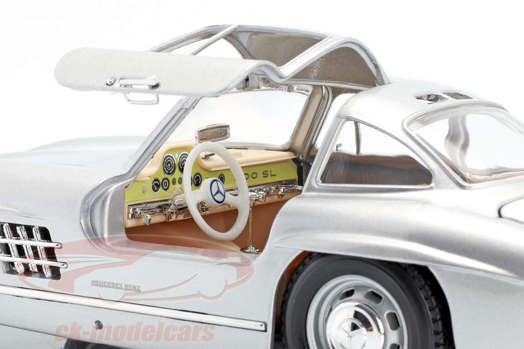 Mercedes-Benz 300 SL ano 1954 prata 1:18 Bburago