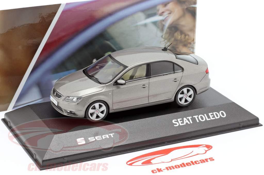 Seat Toledo IV año de construcción 2012-2019 gris plata metálico 1:43 Seat