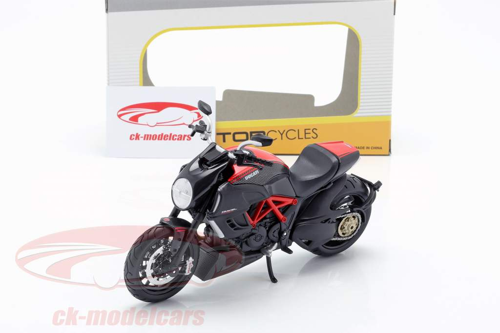 Ducati Diavel Carbon black / red 1:12 Maisto