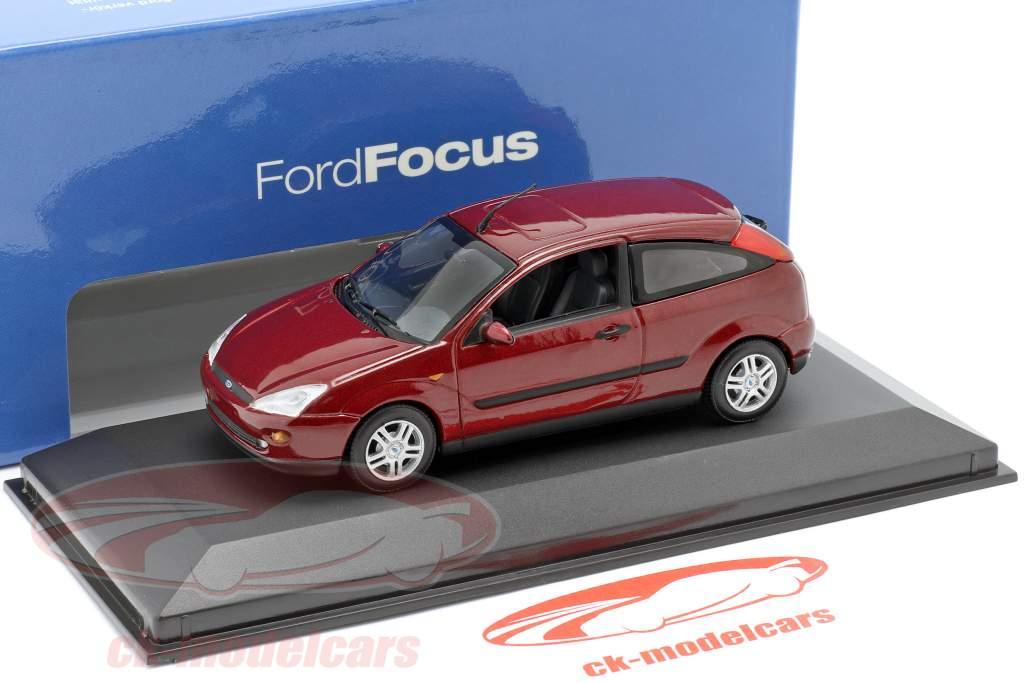 Ford Focus 3-dørs rød metallic 1:43 Minichamps