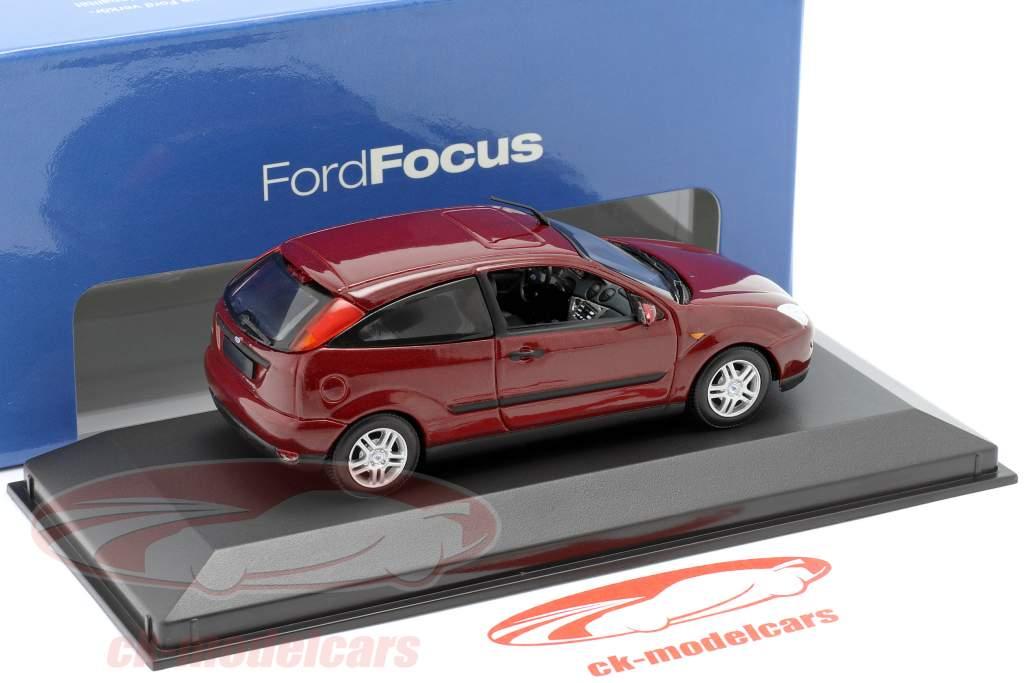 Ford Focus 3-door red metallic 1:43 Minichamps