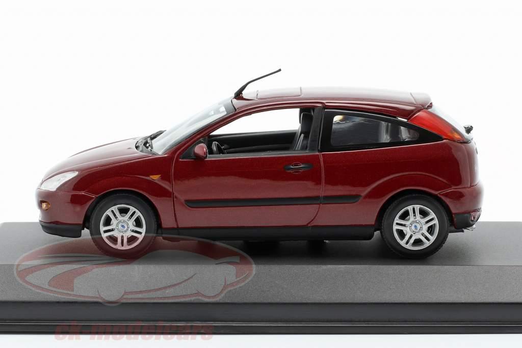 Ford Focus 3-deurs rood metalen 1:43 Minichamps