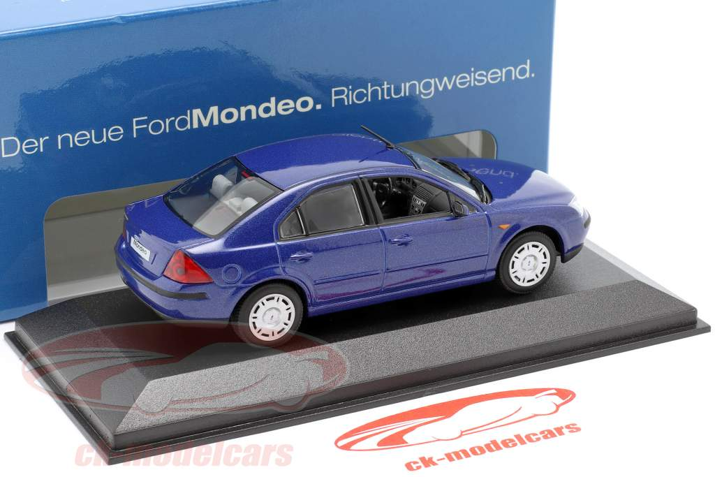 Ford Mondeo Limousine jaar 2002 blauw 1:43 Minichamps