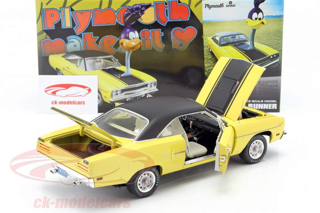 Plymouth Road Runner 1970 with Road Runner figure 1:18 GMP