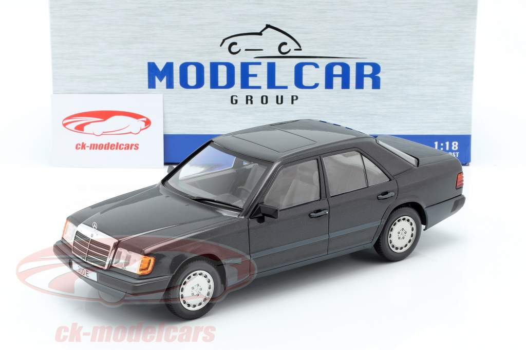 Mercedes-Benz 300 E (W124) Baujahr 1984 schwarz metallic 1:18 Model Car Group