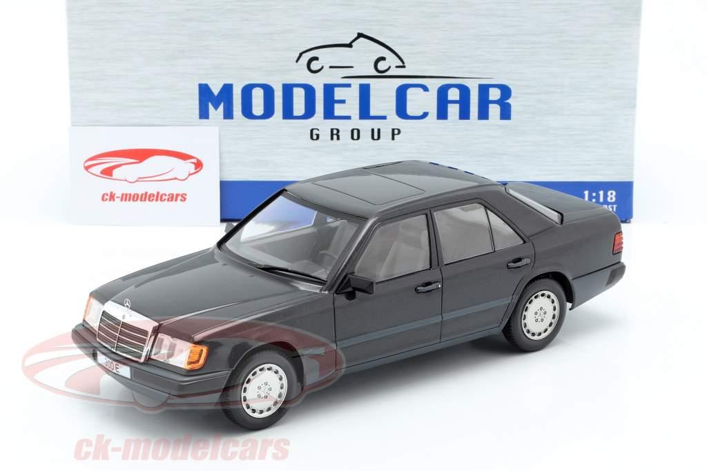 Mercedes-Benz 300 E (W124) Bouwjaar 1984 zwart metalen 1:18 Model Car Group
