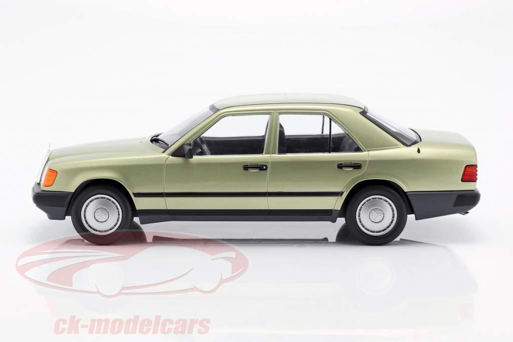 Mercedes-Benz 200 D (W124) Opførselsår 1984 lys grøn metallisk 1:18 Model Car Group