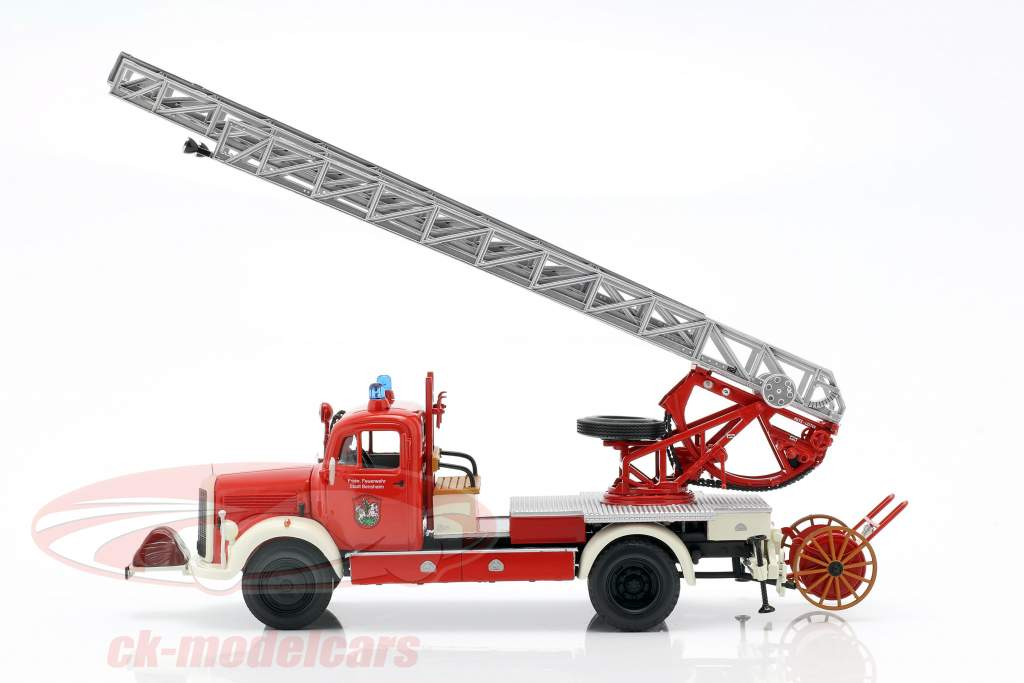 Mercedes-Benz L3500 brandweer Bensheim Bouwjaar 1950 rood / wit 1:43 Minichamps