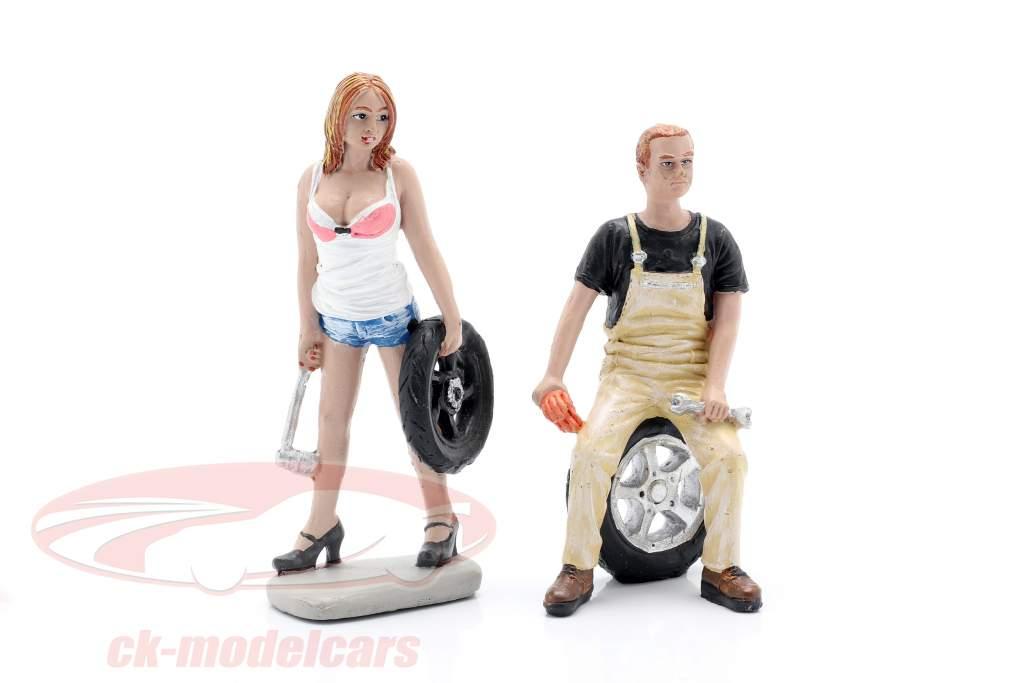 Tire Brigade Figura Set #4 Meg & Derek 1:18 MotorHeadMiniatures