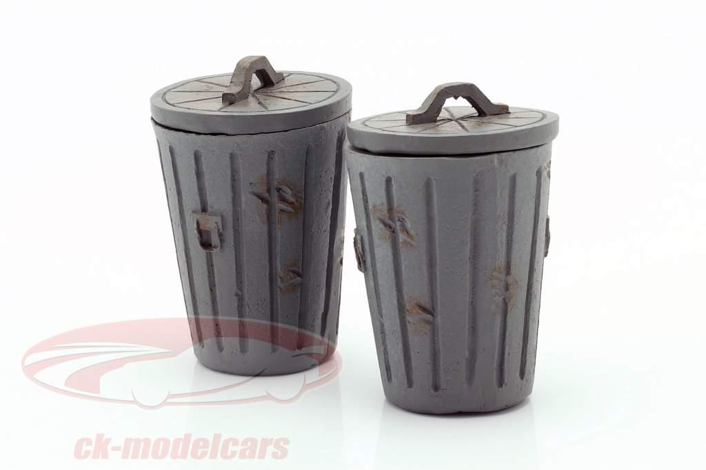Set mit 2 Mülleimern grau 1:18 American Diorama