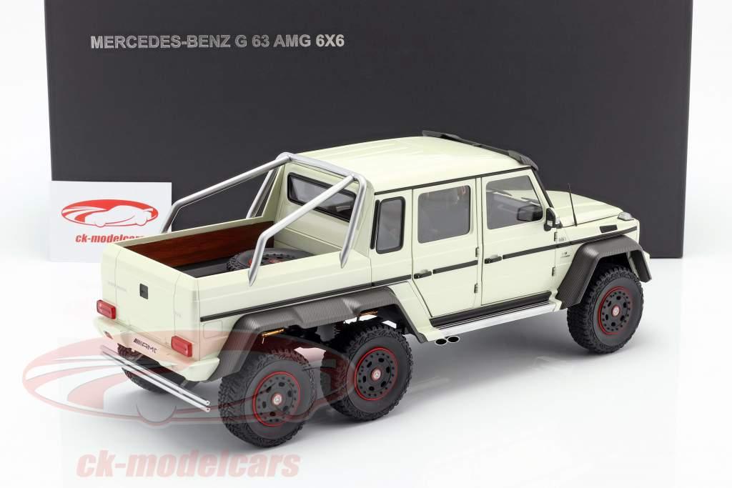 Mercedes-Benz G63 AMG 6x6 Bouwjaar 2013 designo diamant wit 1:18 AUTOart