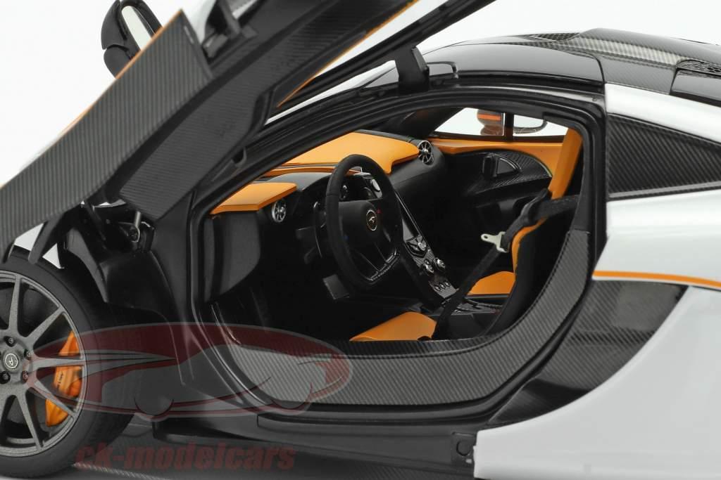 McLaren P1 Baujahr 2013 weiß / schwarz / orange 1:18 AUTOart