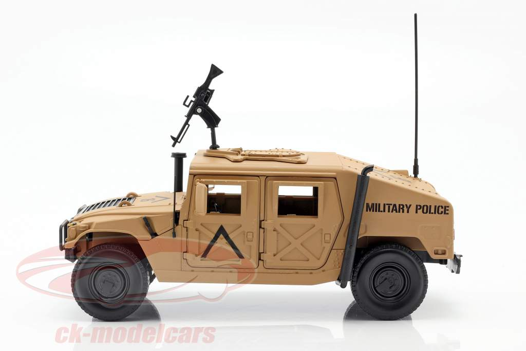 Humvee R-2 Militair voertuig woestijn bruin 1:18 Autoworld
