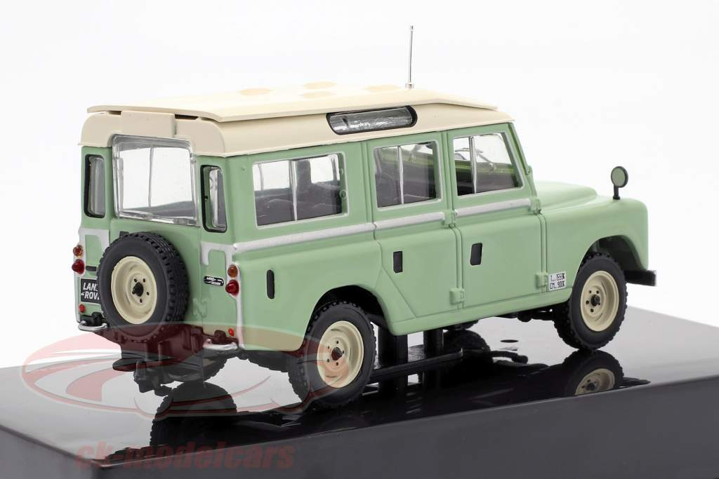 Land Rover Series II 109 Station Wagon 4x4 Bouwjaar 1958 lichtgroen / beige 1:43 Ixo