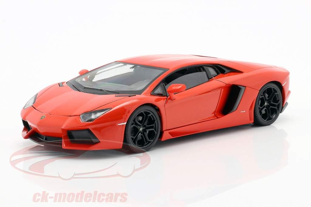 Lamborghini Aventador LP700-4 Anno 2011 Arancione 1:24 Welly