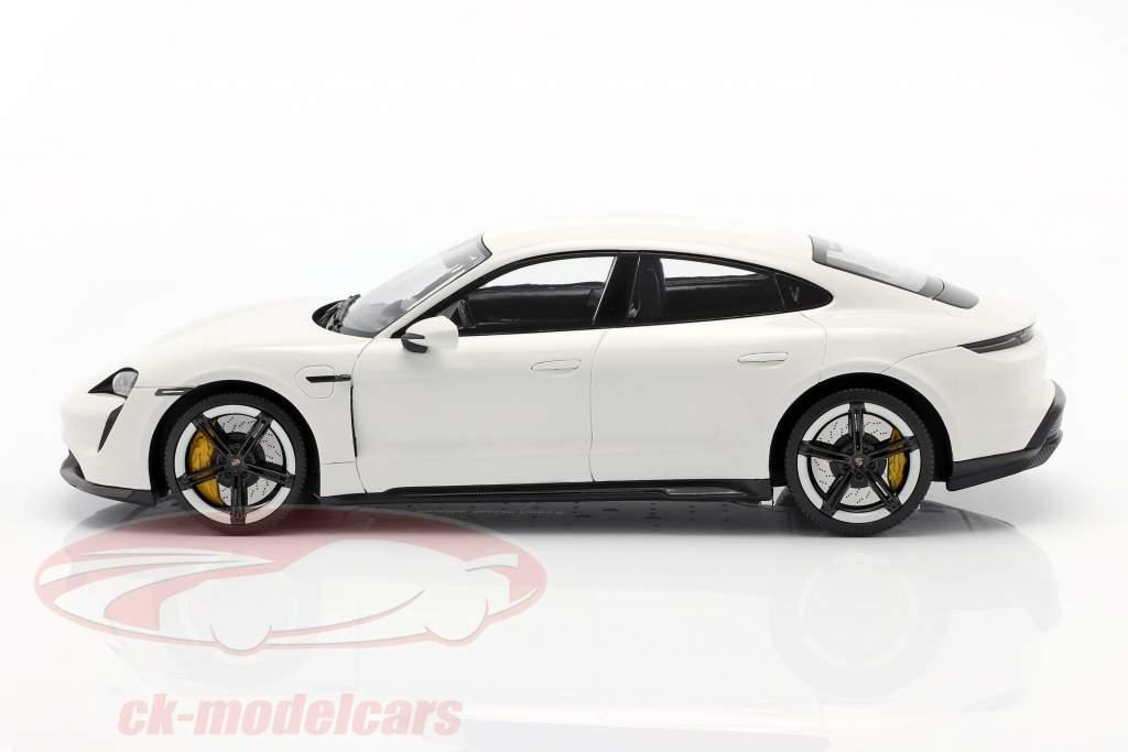 Porsche Taycan Turbo S Año de construcción 2019 carrara blanco con Escaparate 1:18 Minichamps