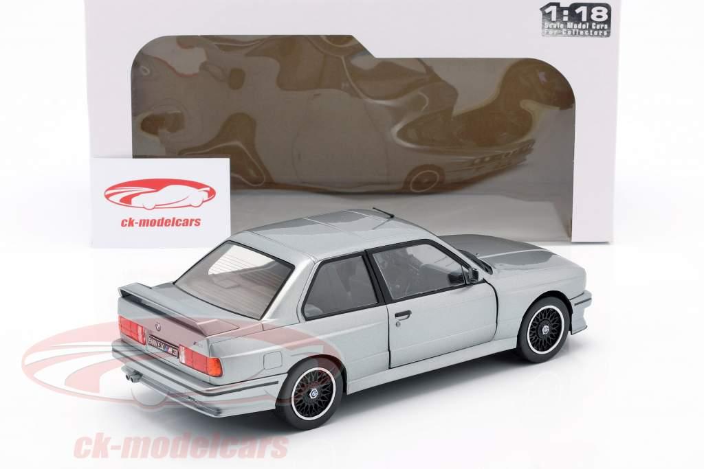 BMW M3 (E30) Año de construcción 1990 plata metálico 1:18 Solido