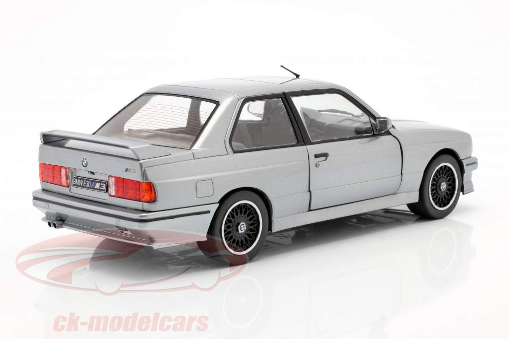 BMW M3 (E30) Anno di costruzione 1990 argento metallico 1:18 Solido