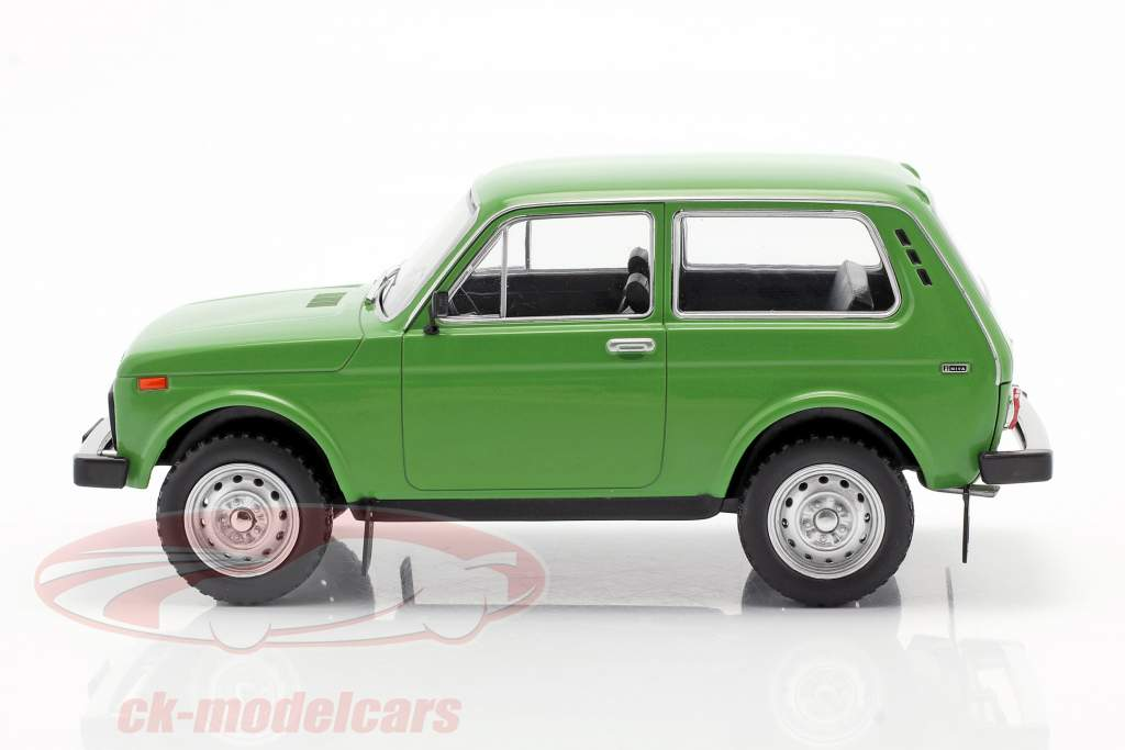 Lada Niva verde 1:24 WhiteBox