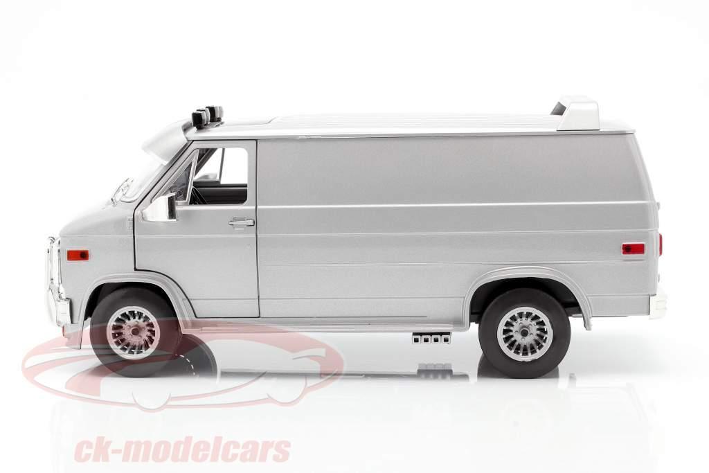 GMC Vandura Custom Ano de construção 1983 prata metálico 1:18 Greenlight