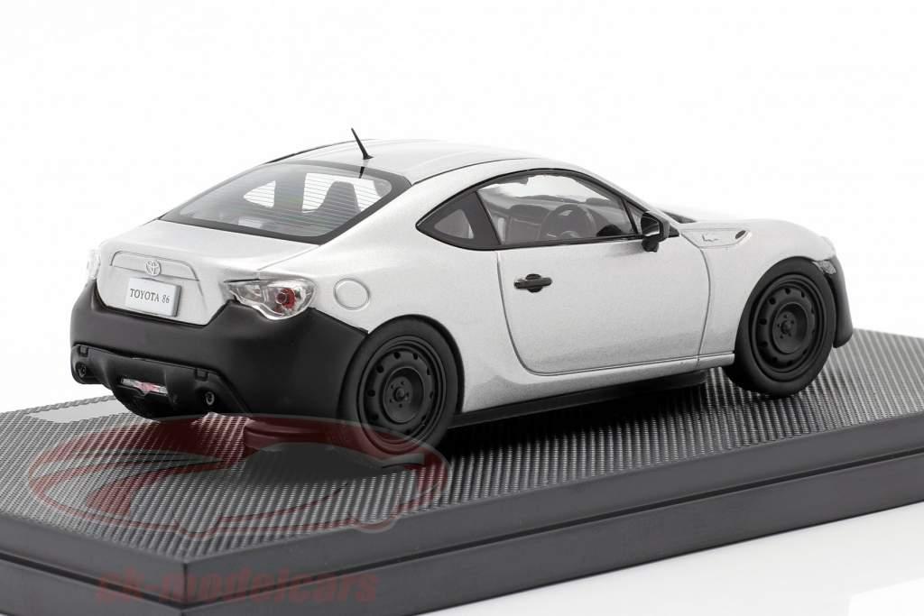 Toyota 86 RC sterling argent métallique 1:43 Ebbro