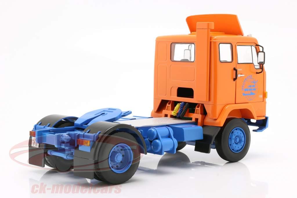 Volvo F88 Deutrans Vrachtauto Bouwjaar 1965 oranje / blauw 1:18 Road Kings