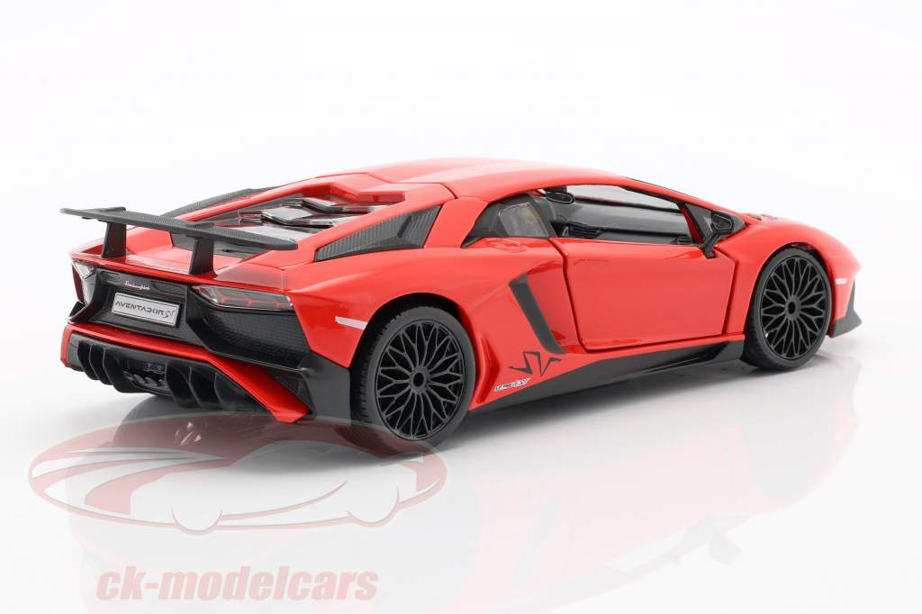 Lamborghini Aventador LP 750-4 SV rood 1:24 Bburago