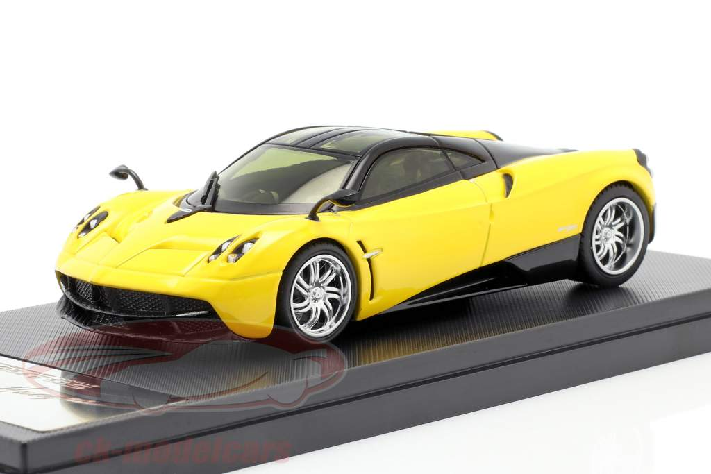 Pagani Huayra Año 2013 amarillo / negro 1:43 Welly GTA