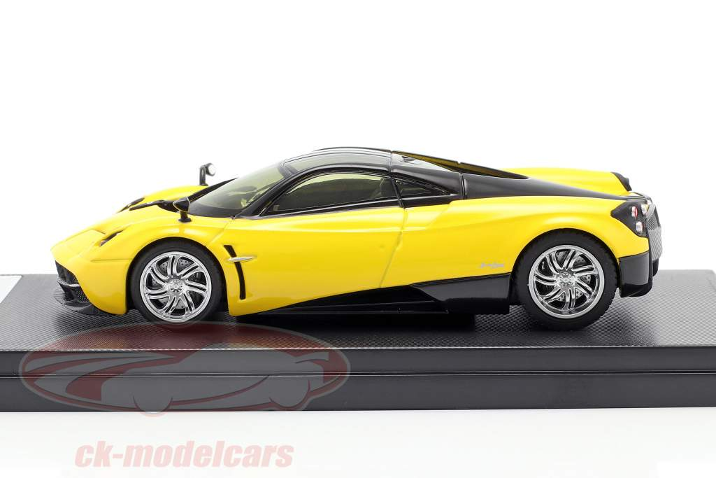 Pagani Huayra År 2013 gul / sort 1:43 Welly GTA