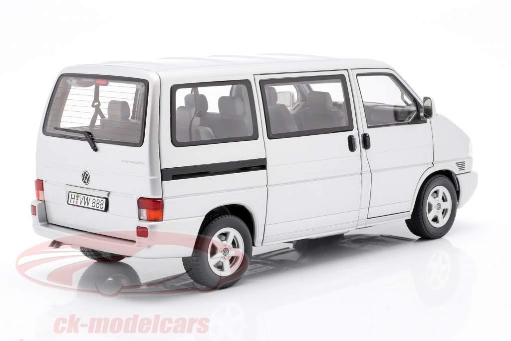 Volkswagen VW T4b Caravelle argent 1:18 Schuco