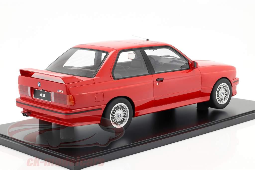 BMW M3 (E30) Baujahr 1986 brilliant rot mit Vitrine 1:8 GT-Spirit