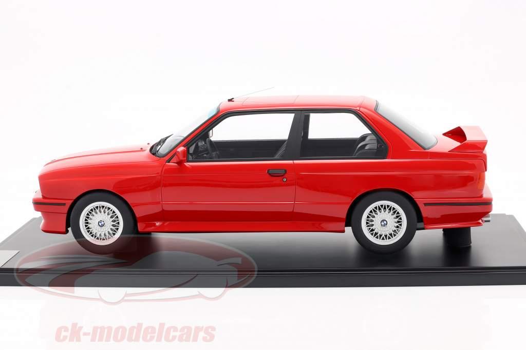 BMW M3 (E30) Anno di costruzione 1986 brillante rosso Con vetrina 1:8 GT-Spirit
