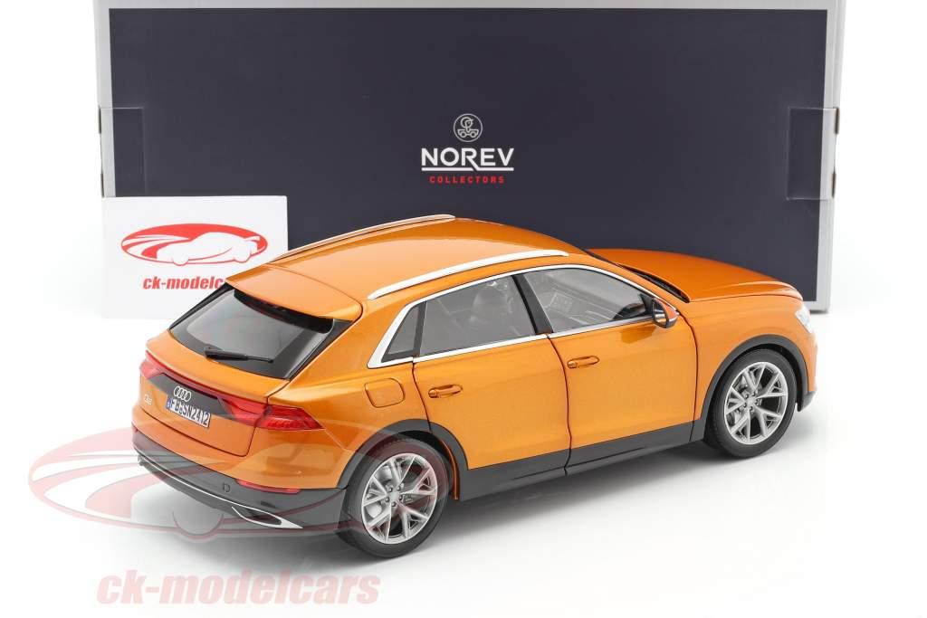 Audi Q8 (4M) Byggeår 2018 orange metallisk 1:18 Norev