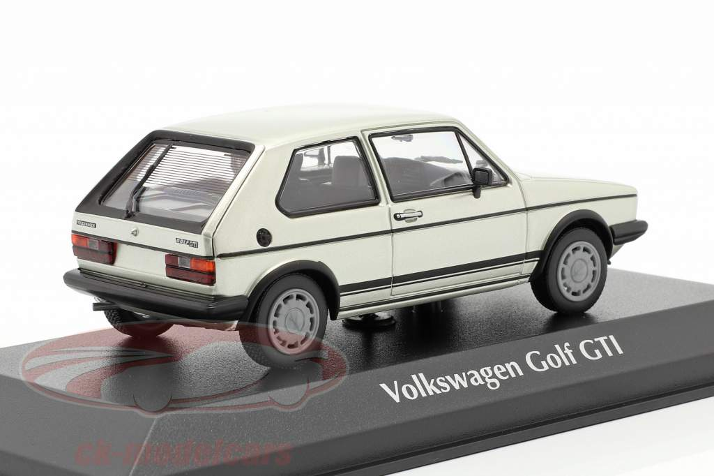 Volkswagen VW Golf 1 GTI Bouwjaar 1983 zilver metalen 1:43 Minichamps