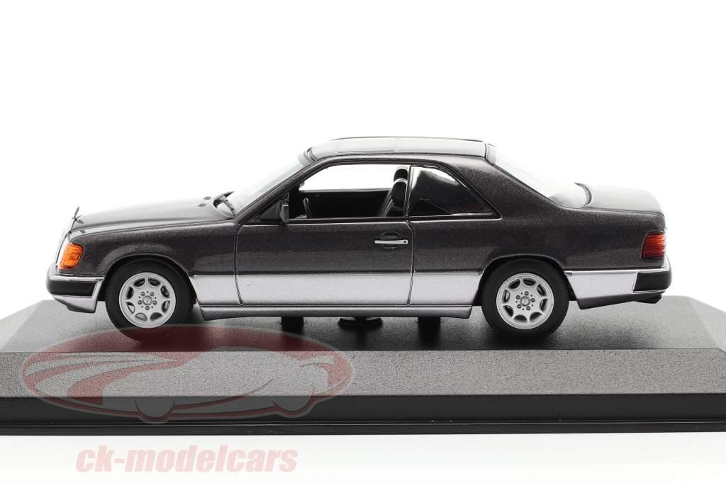 Mercedes-Benz 300 CE (C124) Byggeår 1991 mørke lilla metallisk 1:43 Minichamps