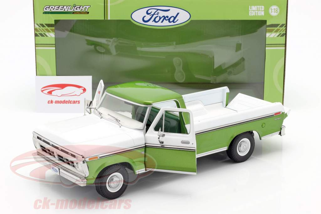 Ford F-100 Oppakken Bouwjaar 1976 Met Hoes groen / Wit 1:18 Greenlight