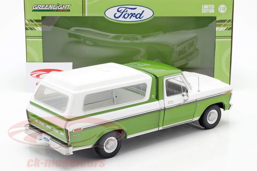 Ford F-100 Saml op Byggeår 1976 Med dække over grøn / hvid 1:18 Greenlight